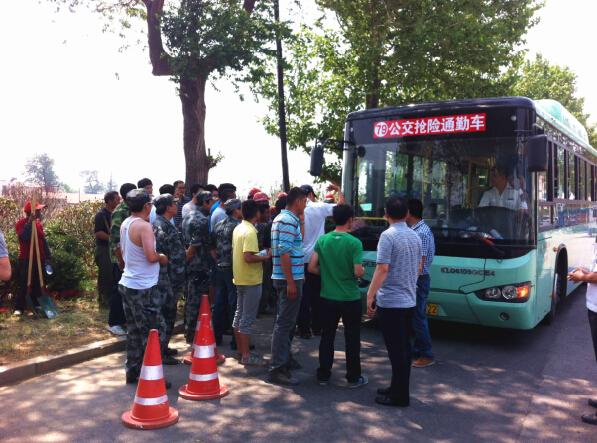 公交抢险通勤车