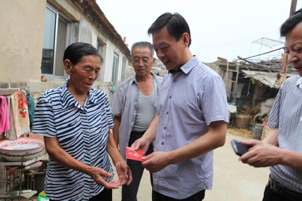 市铁路局领导走访慰问联系村困难群众