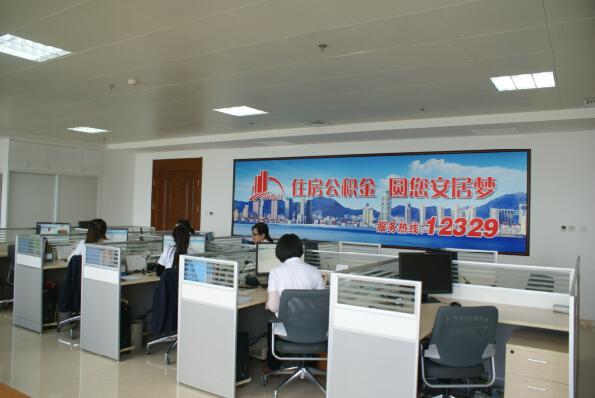 各服务大厅安装叫号机,引导群众办理业务
