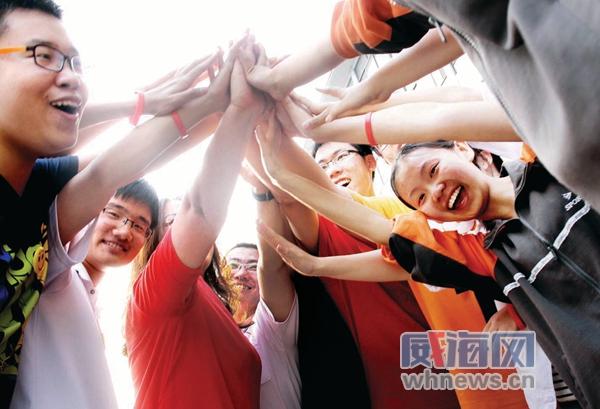中学2012年高考庆祝表彰大会