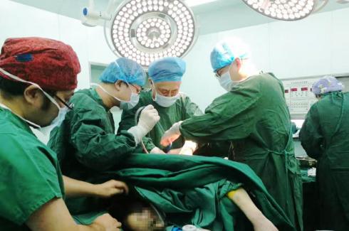 险,重伤患者命悬一线 赞,紧急救治起死回生