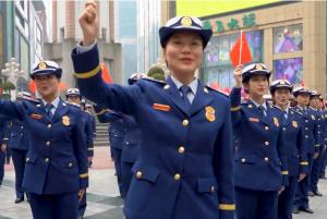 超酷!消防女指战员快闪歌唱祖国