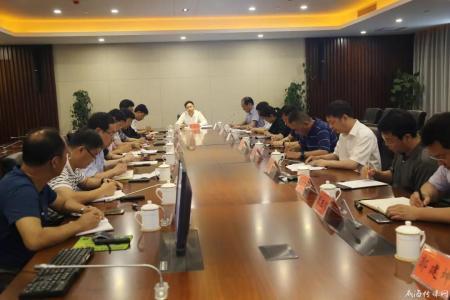 指挥部领导现场办公调度新城项目建设