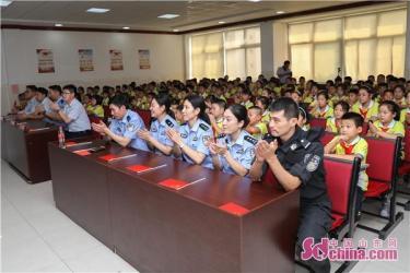 威海:铁警护航话安全 献礼新中国成立70周年