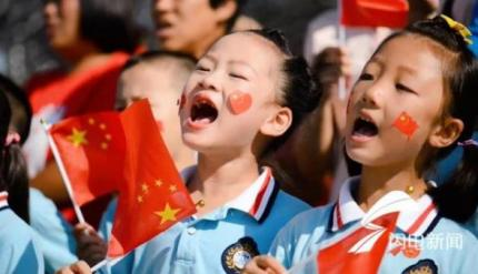 威海南海新区:五湖四海人 同唱爱国歌